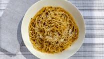 Enjoy our recipe for bucatini alla cacio e pepe